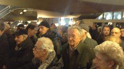 Progressisti Pd, al convegno c'è troppa gente. Ressa inaspettata: