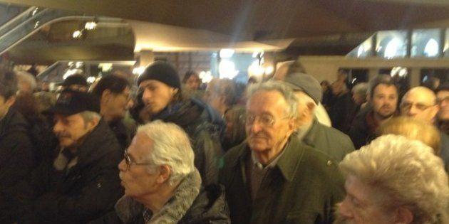 Progressisti a Torino, inaspettata ressa al convegno Pd: c'è troppa gente e non tutti riescono a entrare:...