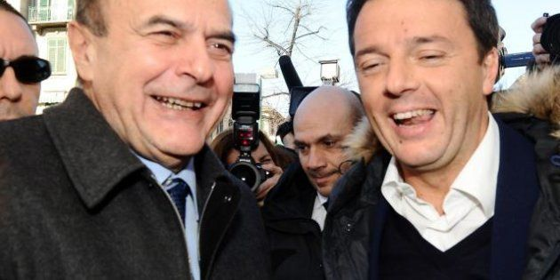 Pier Luigi Bersani e Matteo Renzi: un giorno da amici tra mercato e stadio (FOTO,