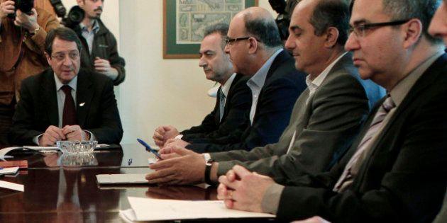 Crisi Cipro, banche chiuse fino a martedì. Il governo di Nicosia vola in Russia in cerca di una soluzione....
