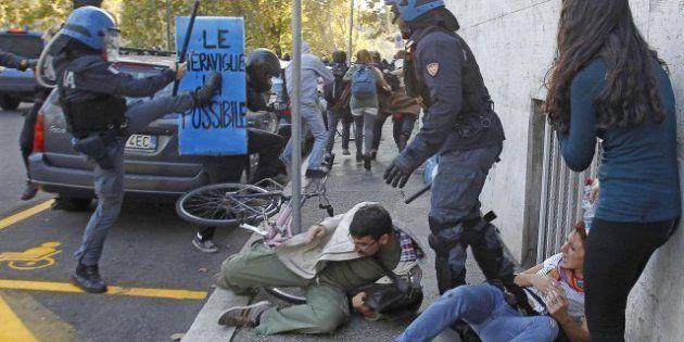Sono tre i lacrimogeni dal ministero della Giustizia: il video girato da una finestra davanti. Sugli...