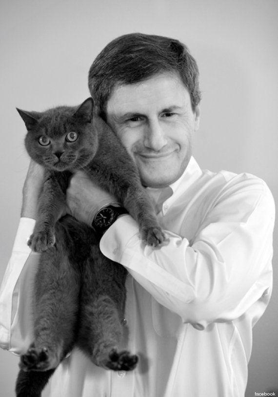 Ignazio Marino contestato dagli animalisti, Gianni Alemanno risponde col gatto... (FOTO,