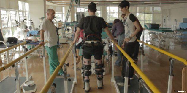 Mindwalker: i paraplegici camminano con gambe robotiche pilotabili con la forza della mente
