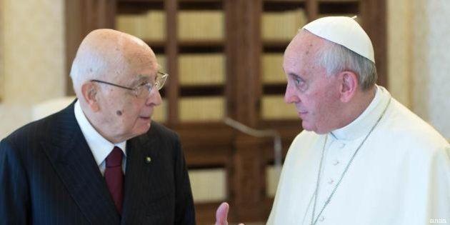 Papa Francesco incontra Giorgio Napolitano: l'attrazione fatale tra i due colli