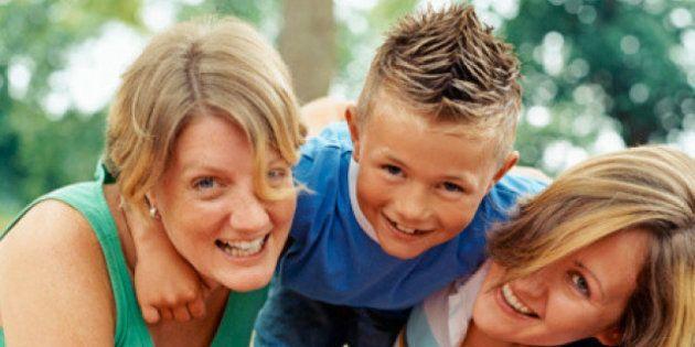 Matrimoni gay: la salute dei figli di due mamme o di due papà migliora. I genitori sono felici e i piccoli