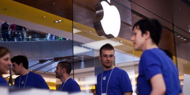 Dopo Google la Commissione Ue accende un faro su Apple. Nel mirino i contratti con gli operatori telefonici...