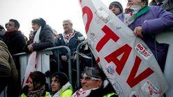 No Tav, il giorno della marcia Susa-Bussoleno. I parlamentari grillini arrivano in