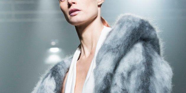 Moda, la sfilata di Alexander Wang a New York: saluto in 50 sfumature di