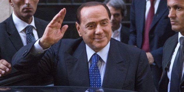 Legge elettorale, Silvio Berlusconi si gode la vendetta su Alfano e loda Renzi
