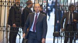 Pdl, psicodramma primarie. Per Alfano si faranno, ma la data non c'è. Scontro con Berlusconi. Spunta l'ipotesi del voto via c...