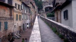 Perugia, omicidio in casa. Ucciso un ragazzo di 24 anni, ferita la