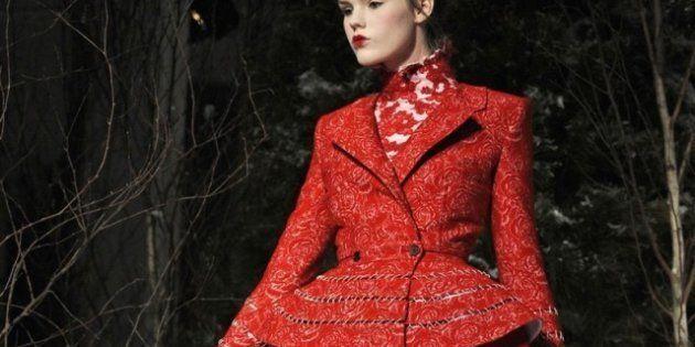 Moda, a New York sfila Thom Browne. Regine di cuori per uomini