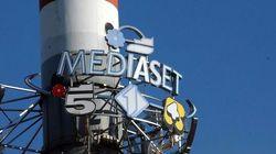 Mediaset annuncia il trasferimento di 77 dipendenti. Arriva la scure sui costi col plauso del