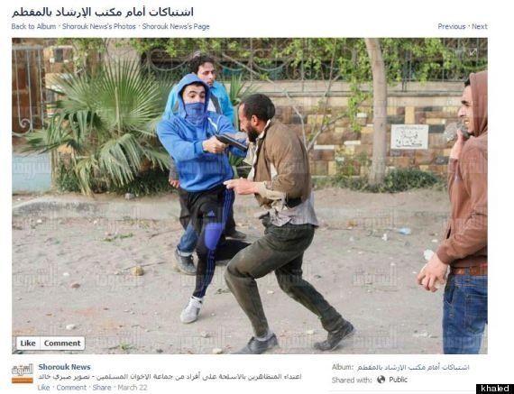 Egitto, violenza al contrario: supporter dei Fratelli Musulmani ucciso da un oppositore, la foto sconvolge...