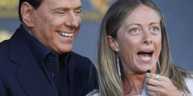 Silvio Berlusconi accelera sull'operazione Forza Italia. E chiede ritirarsi dalle primarie del Pdl a...