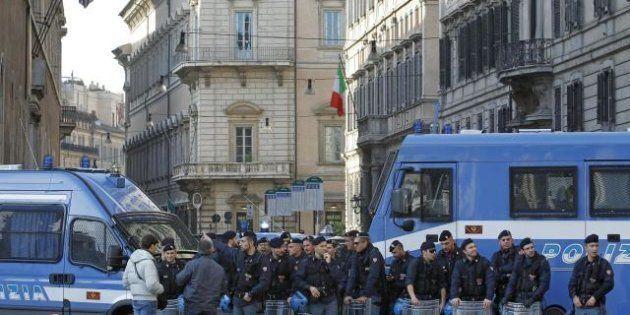 Proteste in tutta Italia. A Roma studenti in piazza con scolapasta in testa: