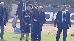 Costretto a tornare in campo. Silvio Berlusconi va a Milanello e spiega che senza di lui... ( FOTO)