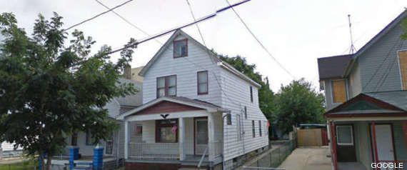 Google Street View: c'è il gatto a due zampe e la casa di Cleveland
