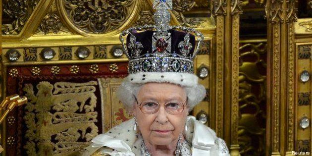 Elisabetta, per la prima volta Carlo presente al discorso della Regina