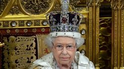 Per la prima volta Carlo presente al discorso della Regina