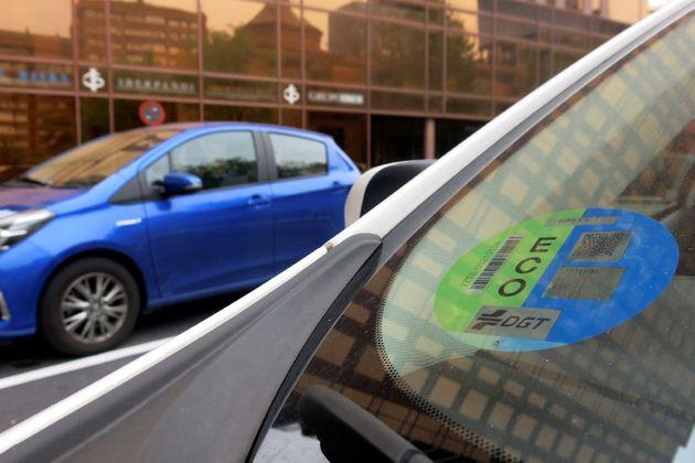Si no llevas el distintivo de la DGT en tu coche y circulas por Madrid... te multarán sí o sí desde este