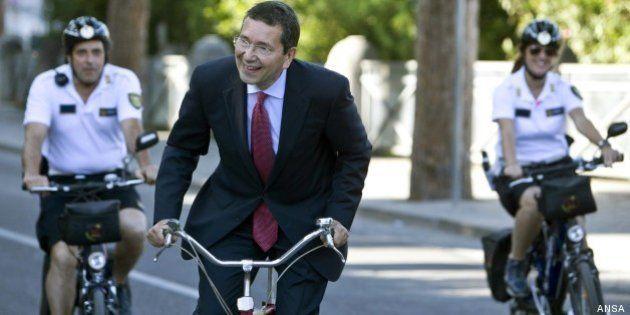 Per Ignazio Marino probabile scorta in bici