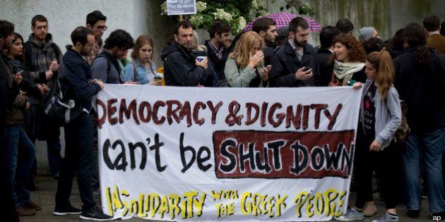 Chiude tv pubblica greca Ert: sciopero generale, più di 12mila manifestanti in piazza