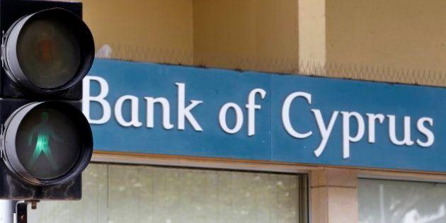 Cipro, un giornale greco rivela: milioni di euro condonati a politici locali dalle banche al centro dello