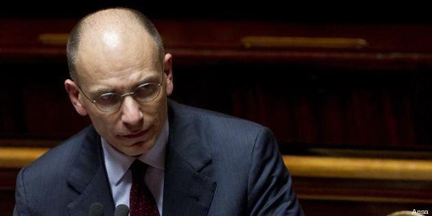 Enrico Letta e Silvio Berlusconi: patto sull'Iva. Il premier teme la fronda a sinistra di Pier Luigi