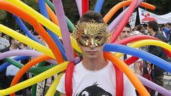 La grande parata dell'orgoglio omosessuale tra festa e