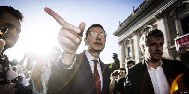 Ignazio Marino: Nel primo weekend dopo l'elezione il sindaco se ne va fuori Roma