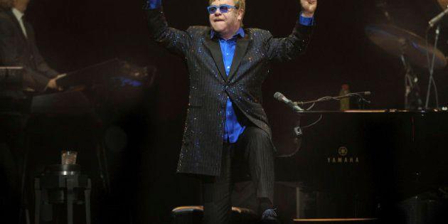Elton John, partito islamico chiede di vietare il concerto in Malesia: