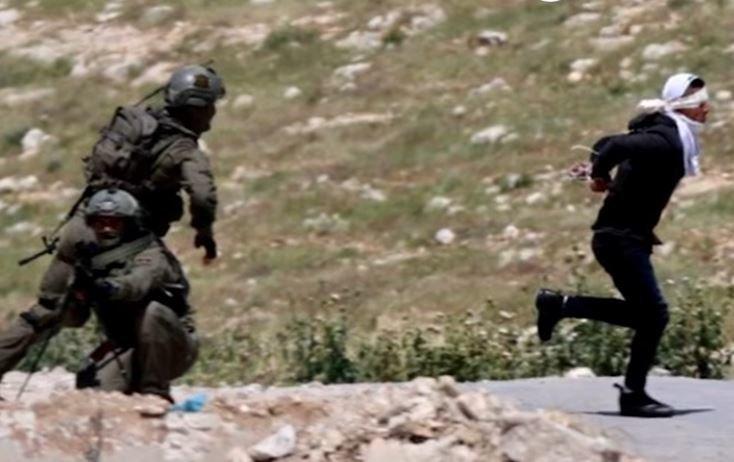 Ισραηλινός στρατιώτης πυροβολεί πισώπλατα 15χρονο Παλαιστίνιο - Πρώτα του 'χαν δέσει χέρια και