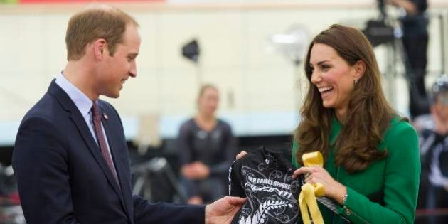 Kate Middleton e William in Nuova Zelanda, per il principino George una bici speciale in regalo e la...