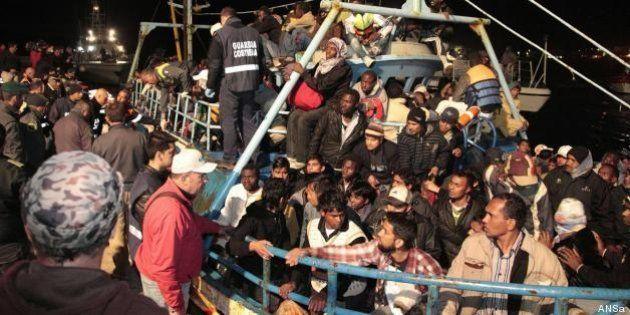 Immigrati morti in mare a Lampedusa: annegati aggrappati a una gabbia di tonni