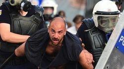 Fotografo italiano ferito alla testa e fermato dalla polizia (FOTO,