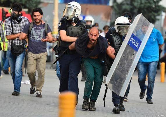 Daniele Stefanini: fotografo italiano fermato a Istanbul, ferito alla testa negli scontri (FOTO,