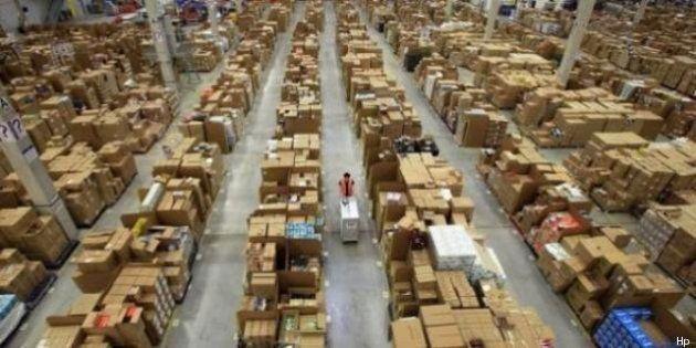 Amazon, un giornalista francese infiltrato nei magazzini. Tra contratti precari, turni massacranti e...