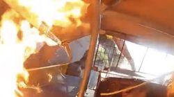 L'auto da corsa va a fuoco. Il pilota vivo per miracolo mette le immagini su Youtube