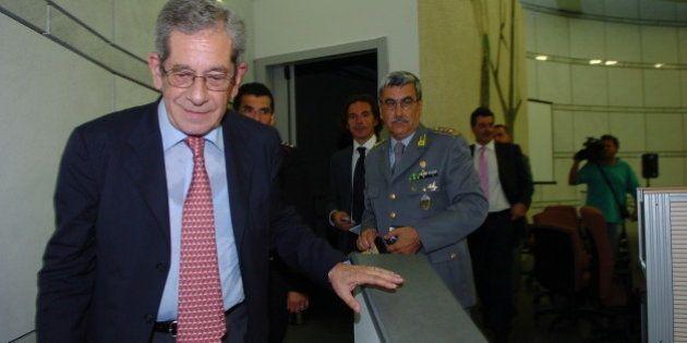 Nicola Trifuoggi vicesindaco de L'Aquila, è un ex magistrato. Fece cadere la giunta regionale presideuta...