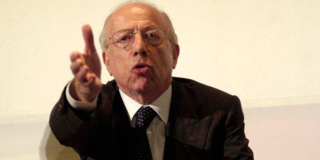Tempi di spending review, Fedele Confalonieri si taglia lo stipendio di ottocentomila