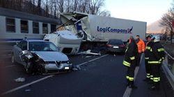 Impatto mortale sui binari vicino a Sondrio: due persone morte dopo un incidente stradale che ha coinvolto anche un treno in