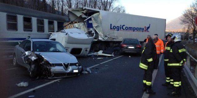 Tragedia sui binari vicino a Sondrio: 2 persone morte dopo un incidente stradale che ha coinvolto anche...