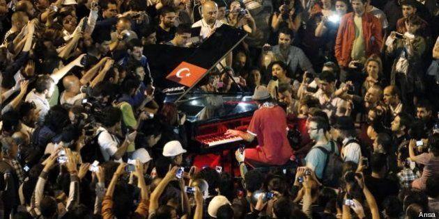 Davide Martello, il pianista di piazza Taksim: