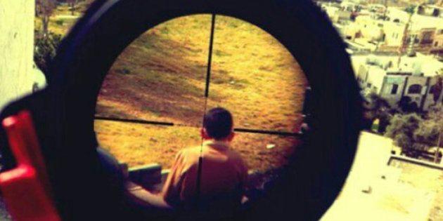 Il web sotto shock per la foto del cecchino israeliano