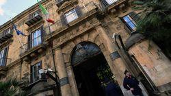 Sicilia, viaggi ed escort con i fondi per i disoccupati. Arrestati politici e