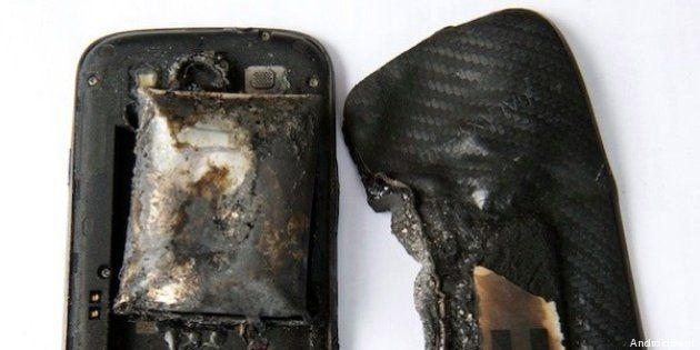 Samsung Galaxy S3 esplode nella tasca di una ragazza: gravemente ferita. I precedenti (FOTO,