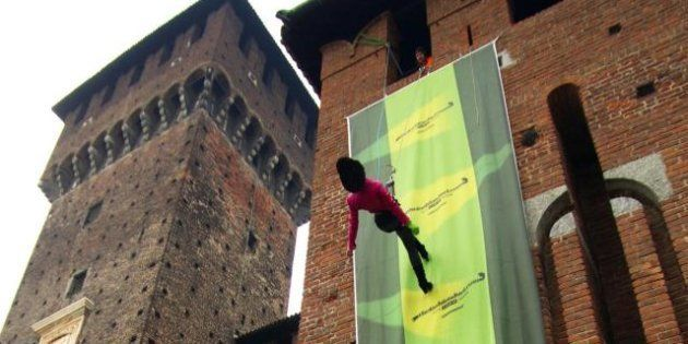 Moda Milano/ Blitz di Greenpeace a Castello Sforzesco per una