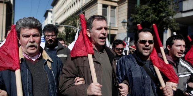 Grecia: scontri ad Atene durante sciopero generale contro austerity