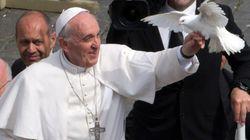 Il monito del Papa contro i preti assetati di soldi: